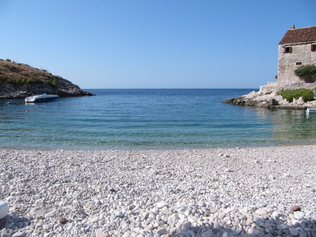 Zaliv Dubovica – čudovita plaža na otoku Hvar