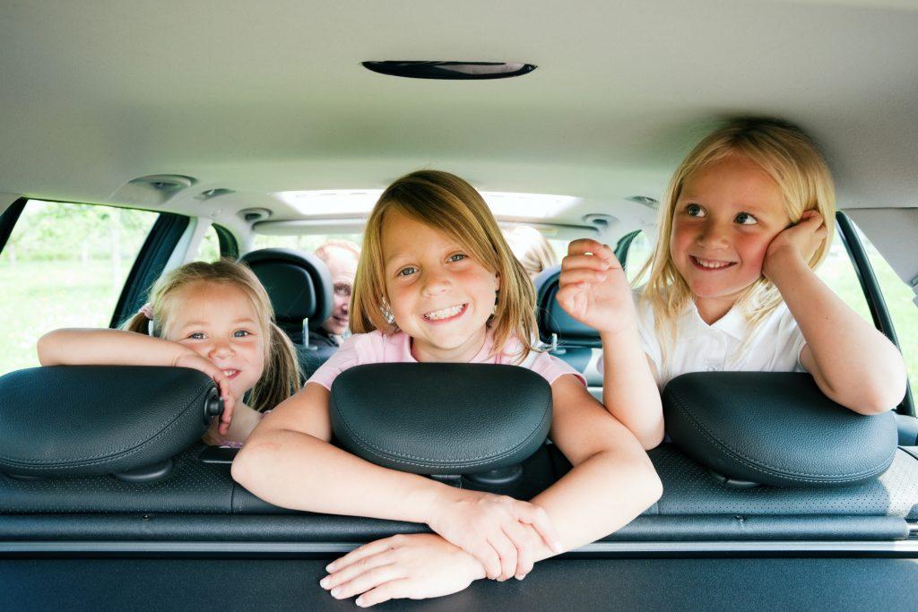 5 nasvetov kako z otroki v avtu preživeti 8 ur dolgo pot?