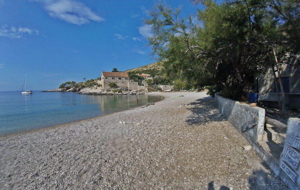 Plaža Dubovica na otoku Hvar spada med najlepše plaže na Jadranu