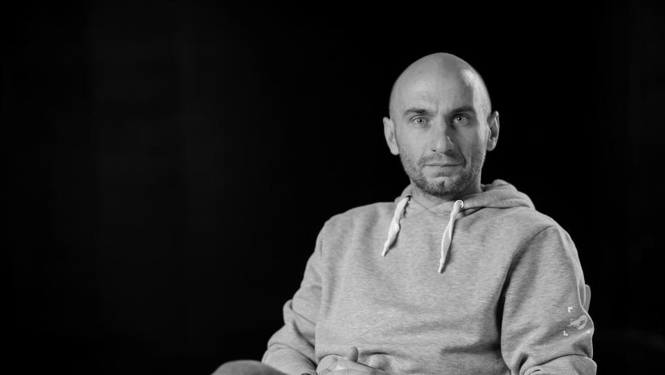 Roni Kordiš: Živimo v svetu, kjer se ne znamo več ustaviti in si vzeti časa zase [Intervju #1]