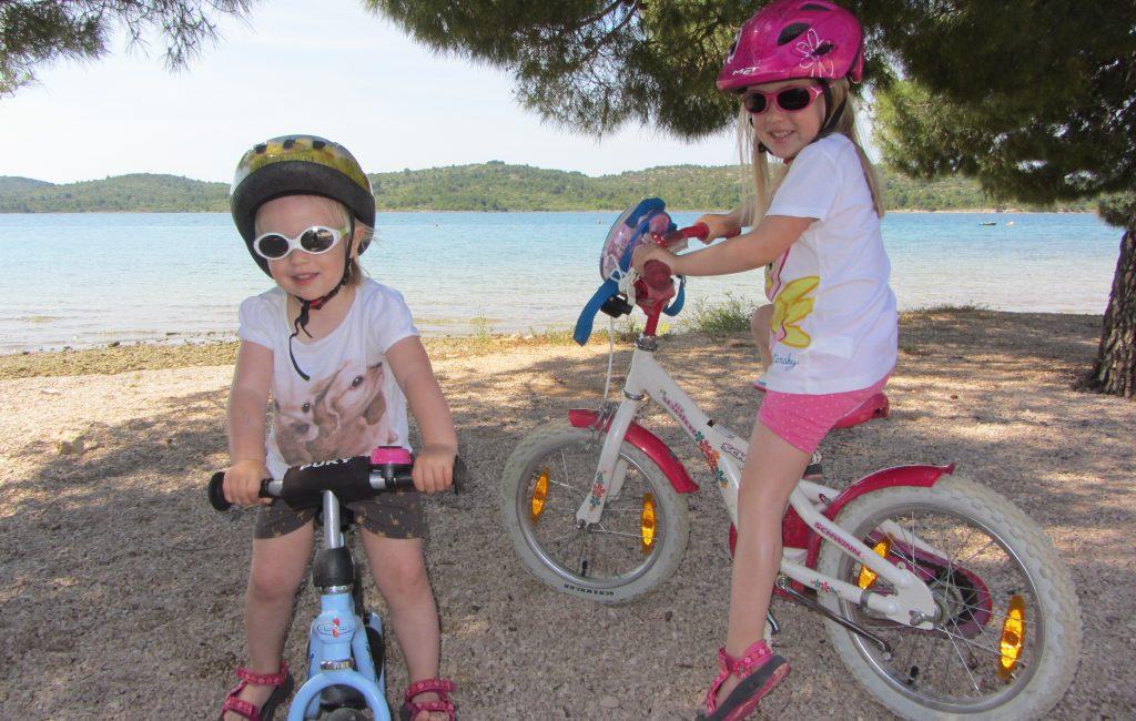7  športno-rekreativnih pripomočkov, ki jih vzamemo s seboj na morje