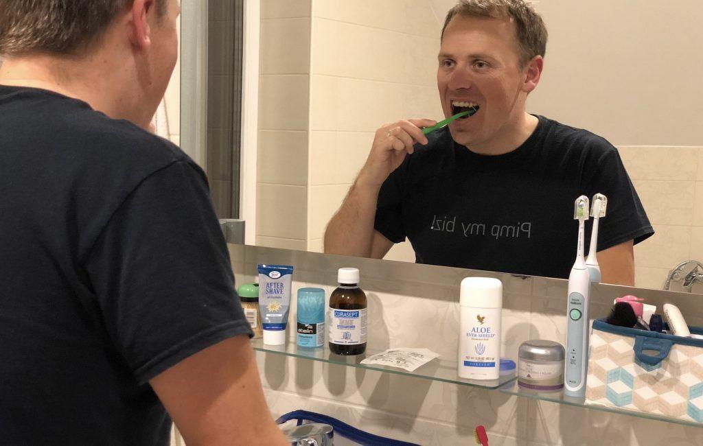 """Kako sem """"preživel"""" prve tri mesece nošenja zobnega aparata"""
