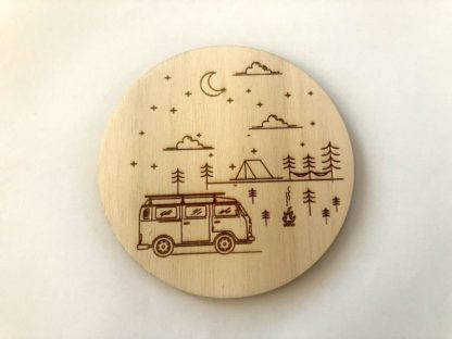 leseni podstavek za emajlirane lončke